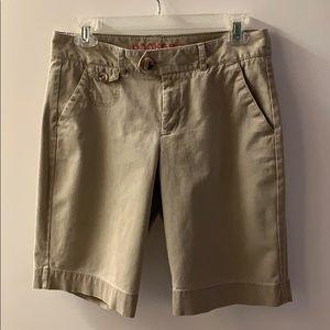 Dockers Woman's Shorts Size 4 Khaki Color